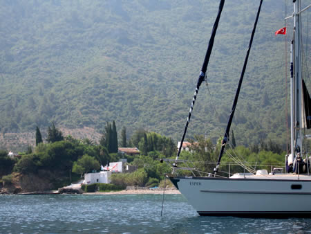 Esper at anchor, Mersincik