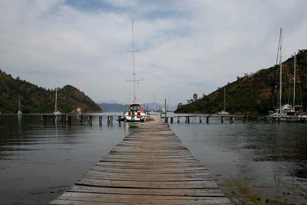 The rickety jetty of Boynuz Buku