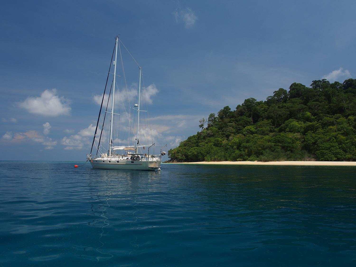 esper-at-anchor-ko-rok-thailand-on-mooring